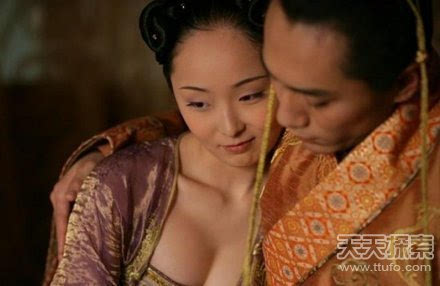 唐朝的女人为何喜欢坦胸露乳? 第2张