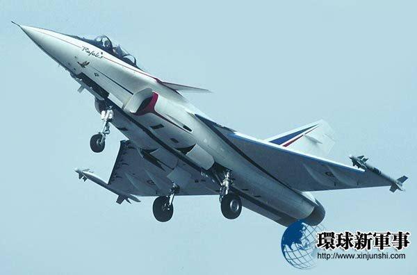 歼18垂起战机横空出世:重新定义作战模式!