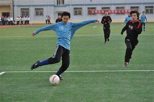 秦皇岛:校园足球 让快乐和自信在绿茵场上飞腾