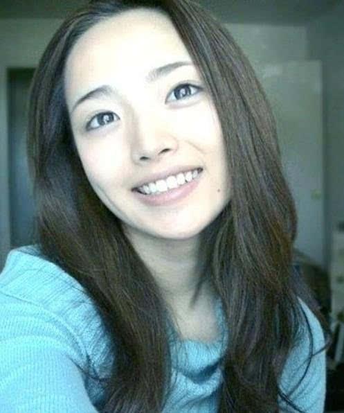 韩国女老师李娜永