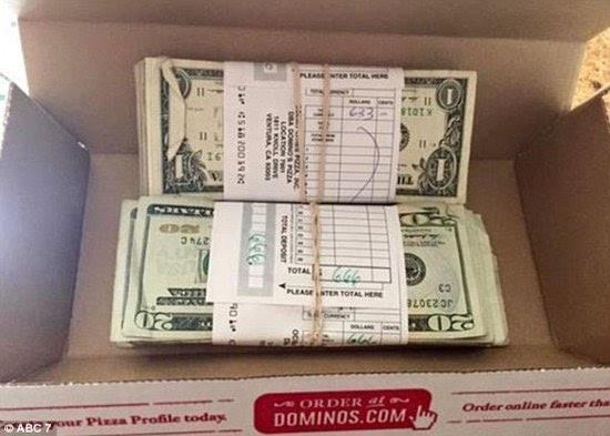 一沓钱币矢量图