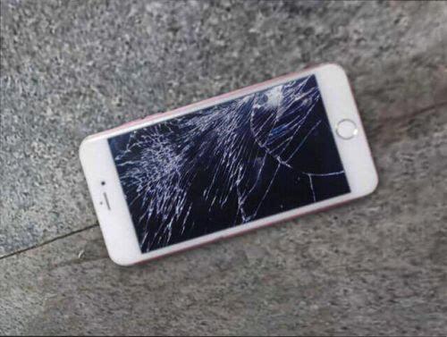 摔碎屏幕的苹果手机