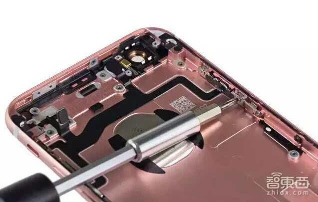 ①红色部分:苹果全新的a9处理器及三星lpddr4 2gb内存; ②橙色部分
