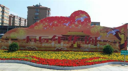 在乐客城,李沧万达等主要商业街区,利用大型户外led屏滚动播放国庆