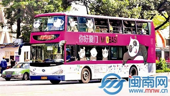 """厦门首辆手绘公交 """"熊猫巴士""""上路啦"""