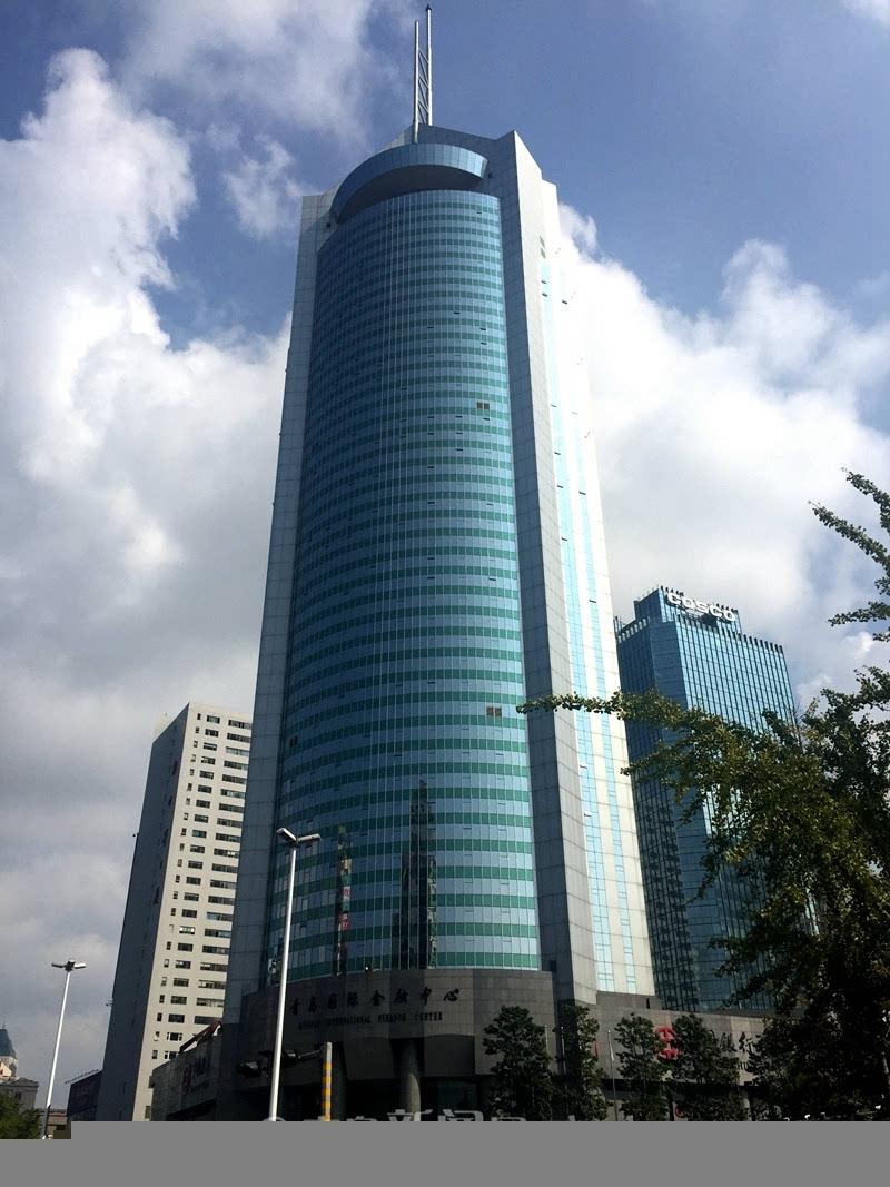 据了解,远雄国际广场2010年底竣工,目前为现房发售,精装海景公寓面积