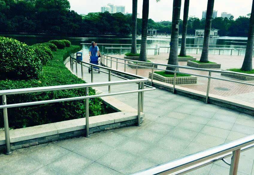 广州建成全国首家爱心公园 实现盲人无障碍设施建设