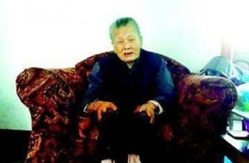 对于年过百岁的老人而言,或许在一般人的印象中,总是老态龙钟甚至图片