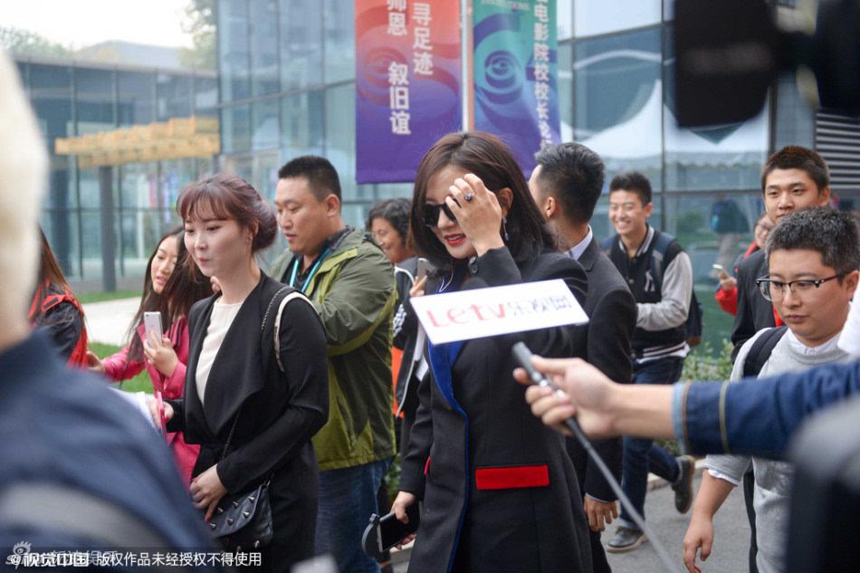 北京电影学院65周年校庆 黄晓明赵薇玩自拍 黄渤紧挨刘亦菲(组图)图片