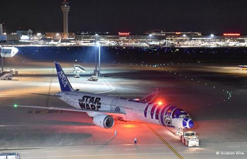 日《星球大战》彩绘客机首飞 如入电影世界图