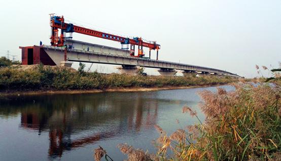 天津西南环铁路青凝侯特大桥架设完成