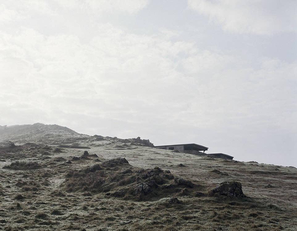 英国摄影师拍摄二战废弃工事 残留设施记录战火岁月