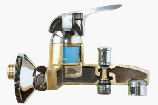 冲管,密封圈,下盘根盒以及连接中心管组成;冷热水龙头阀芯有冷,热两孔图片