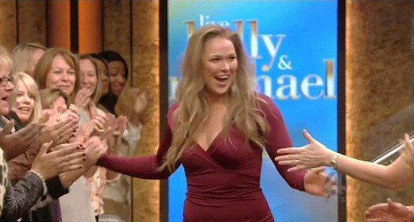 龙达 鲁西真的恋爱了 她公开承认男友正是拳击手特拉维斯 布朗