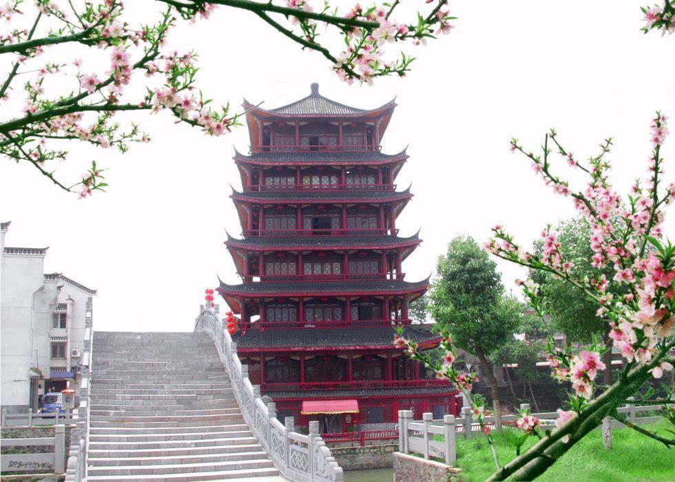旅游 正文  桃花岛在杭埠河和丰乐河交汇处,是三河的一座美丽的世外
