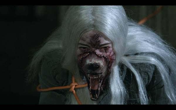 每到月圆之夜,世界各地的狼人就会在月光下化身为狼发出咆哮,失去理性