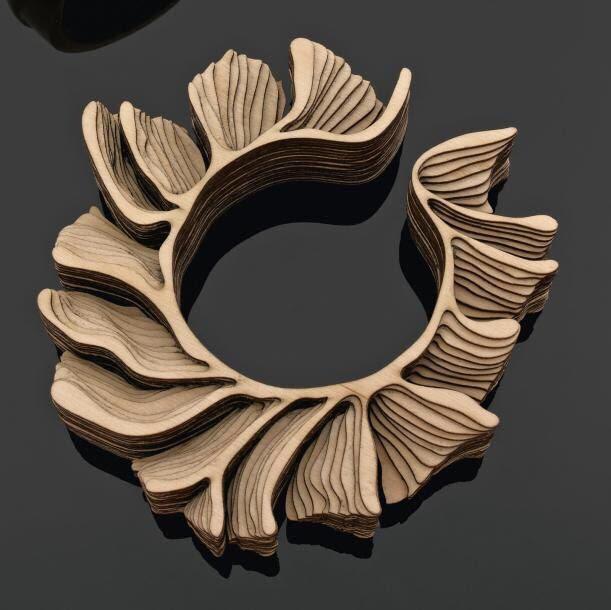 不喧嚣不奢华          木头新妆,木头经过设计,雕刻,上色,这些首饰