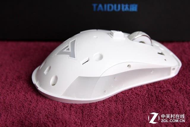 拆卸外壳后的钛度鼠标 可拆卸的外壳对于玩家来说是十分方便的设计,不过对于生产团队的要求却是十分严苛的,如果上盖不能和机身无缝对接的话,上盖会有晃动或者手感变差的情况,尤其是左右按键微动的部分,极有可能造成手感不一致的现象,不过笔者拿到的态度鼠标品控十分好,并没有出现这种情况。  SKY亲测 手感性能会差吗 一款专业的电竞鼠标,手感固然重要,但是性能同样是考量它的另一项标准,钛度鼠标的性能如何,相信不少玩家也比较熟悉了,不过笔者还是要多费一些口舌来介绍。