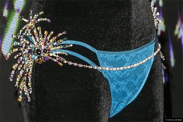 6500颗宝石装点史上最贵胸衣 价值200万美元