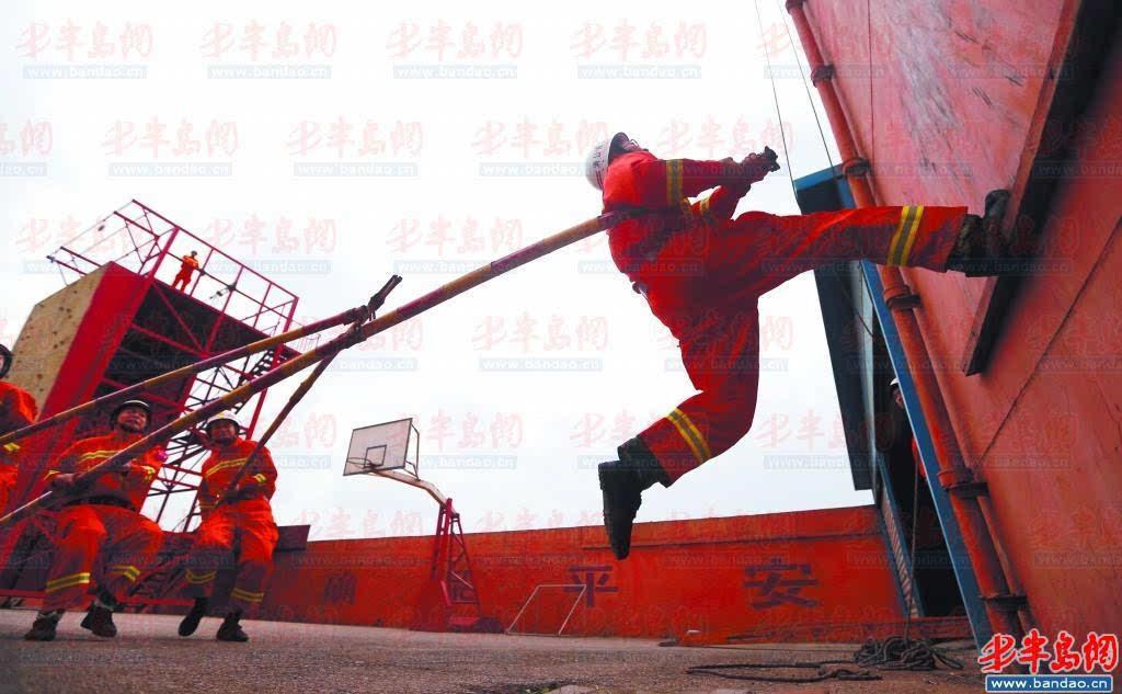 119消防日将至 青岛港消防支队举行技能训练