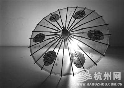京剧脸谱款,真丝面料,手绘图案,伞面直径40cm 定做需半个月发货 280元