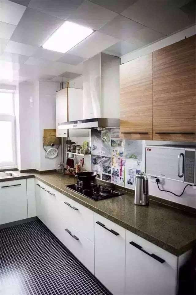 水槽设计在窗户一边,方便洗菜时光亮充足.