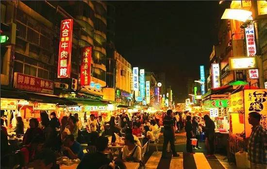 旅游 正文  六合夜市是高雄最具国际知名度的地方,有超过130个夜市图片