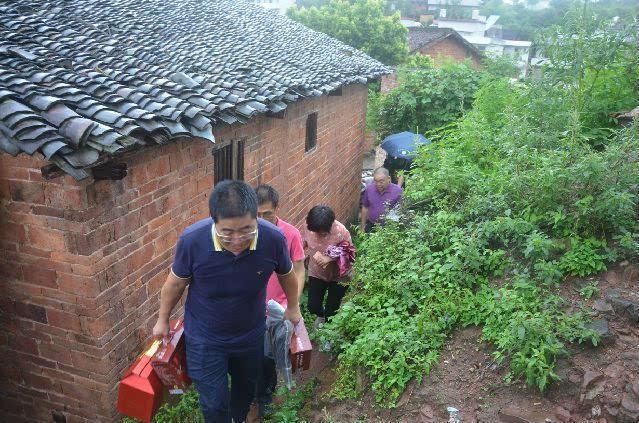 广东省东莞市河南商会赴韶贫困山区开展爱心助学活动