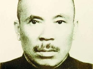 """""""青记""""后人宋致新向郭仲隗纪念馆捐赠《1942河南大饥荒》"""
