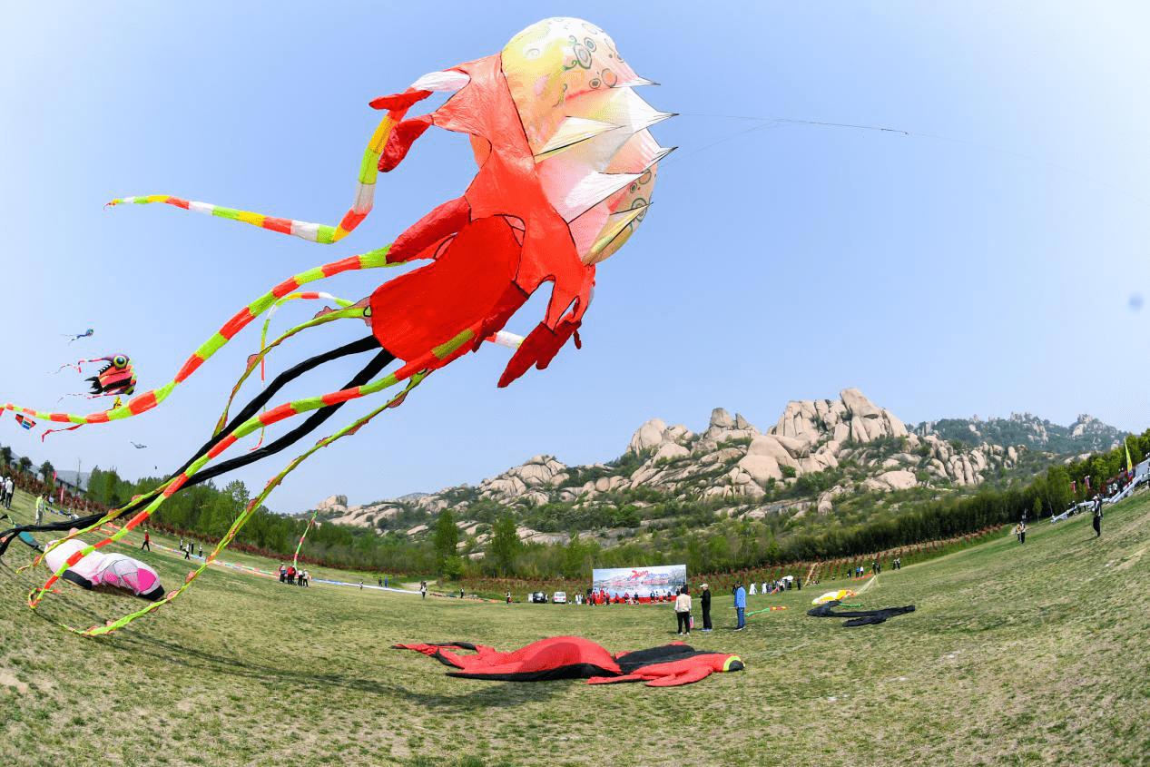 三月三河南首届风筝交流大会在嵖岈山成功举办