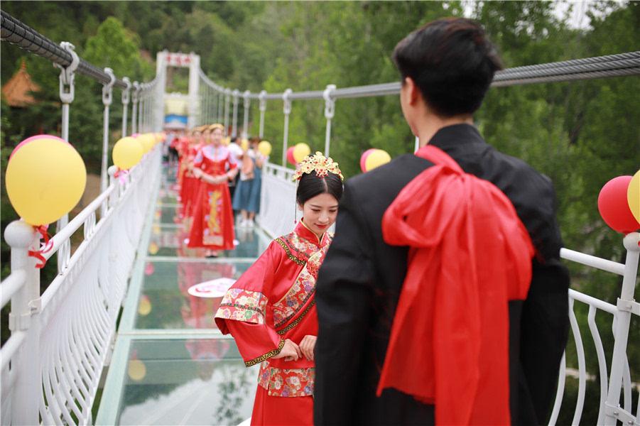 """""""鸡冠洞520盛世溶洞婚礼"""",打动你的不止是真情和永恒"""