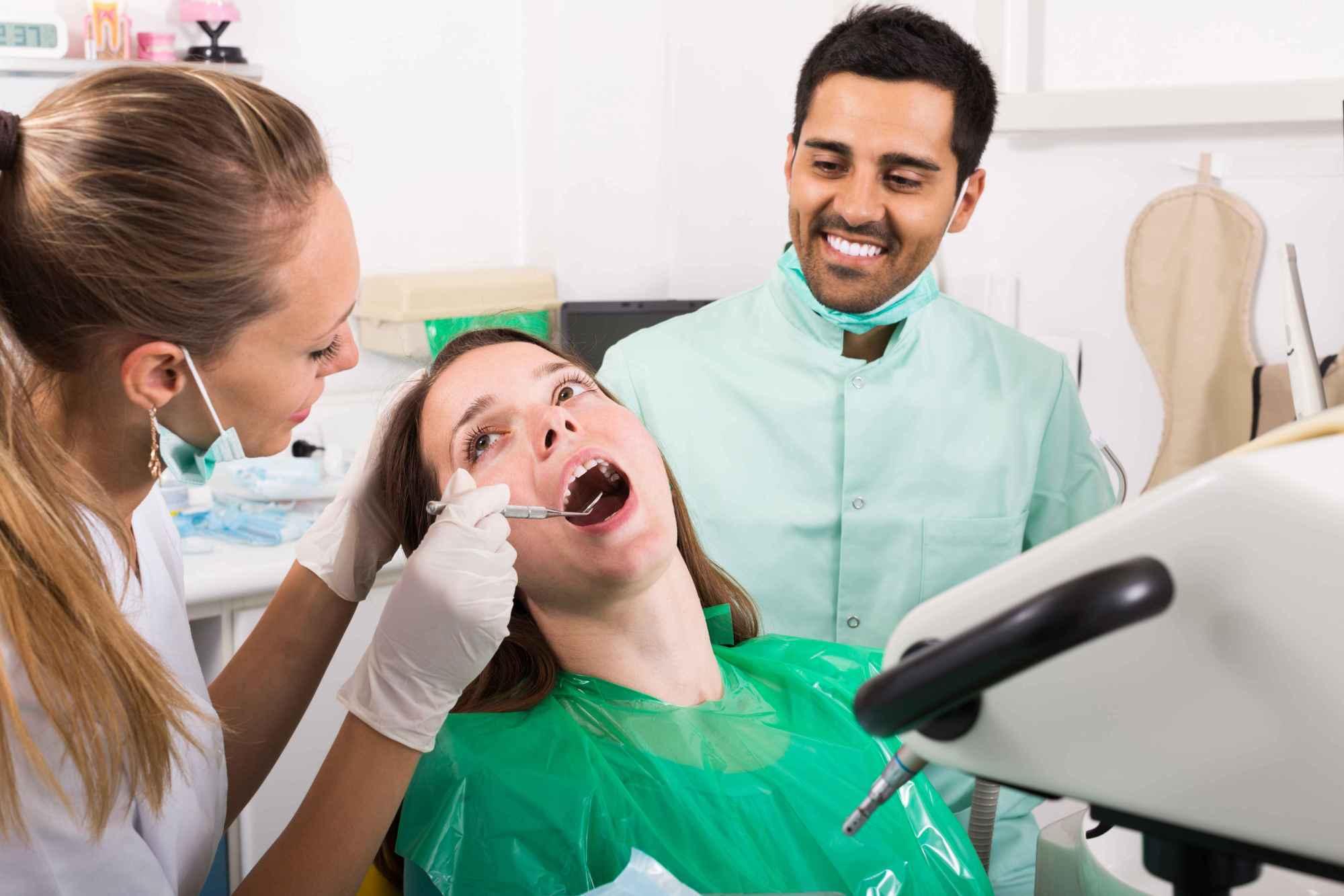 牙龈肿痛怎么办