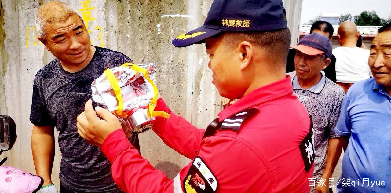 庆建党百年,新郑神鹰救援队与政府和社会等部门联合开展消防演练