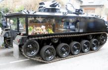 比黑人抬棺还酷!英国装甲车运棺,全程黑衣绅士护送,走好黄泉路