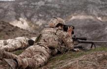 仇恨加剧!阿塞拜疆痛失大将,传奇英雄被敌方狙击手一枪打死