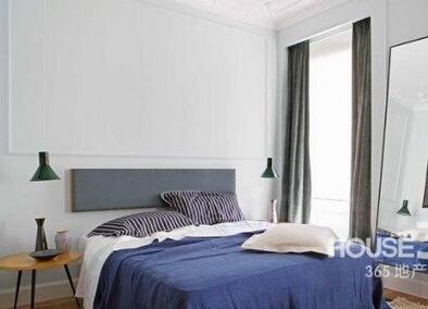 异形卧室装修效果图:房间的风格还算折中,可能也会有女生会喜欢.