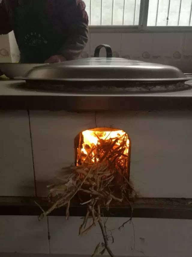 图片:用火煮饭的图片_上海姑娘连夜逃离的 是我生存的日常 - 生活新闻 - 温哥华天空 ...