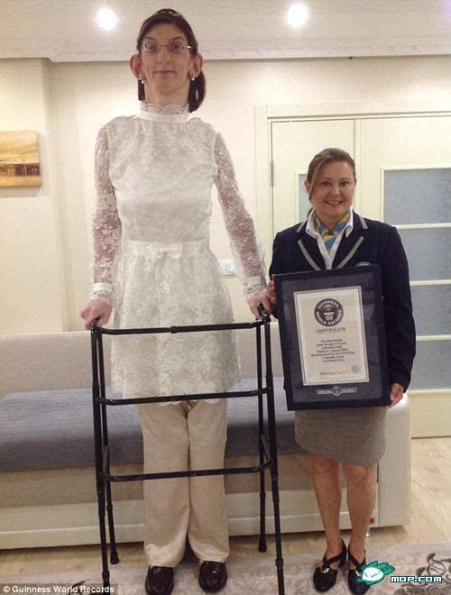 13岁少女正常身高_珠海13岁少女腿长破纪录 身高178cm腿长115cm
