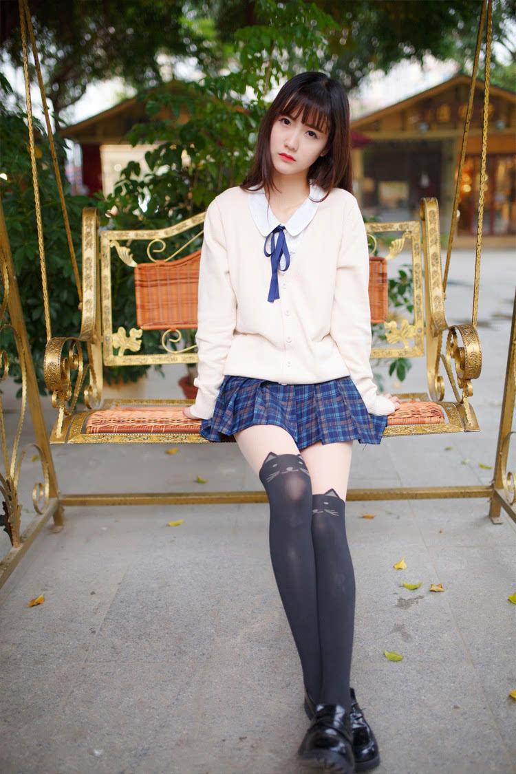 00后短裙过膝袜美女_清纯漂亮美女超短裙黑丝过膝袜阳光写真