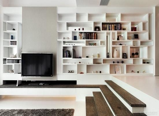 客廳電視柜博古架效果圖,以白色為主色調,顯得整個室內的寬敞.