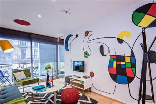 设计师晒自家老房子装修 在墙上画了几笔就大变样(图)