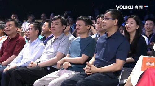 马云罗永浩现身阿里上汽互联网汽车荣威RX5发布会现场的照片 - 1