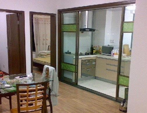 厨房玻璃门效果图 :时尚简约装修设计