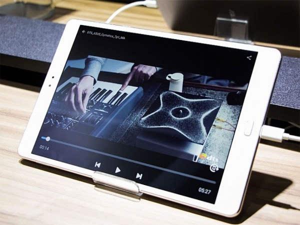 华硕发布ZenPad 3S 10平板电脑 配备9.7英寸2K显示屏的照片 - 2