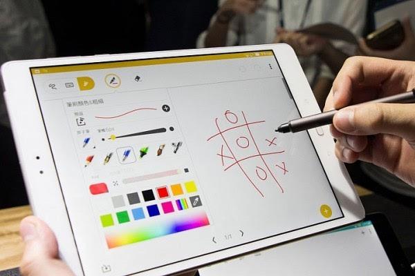 华硕发布ZenPad 3S 10平板电脑 配备9.7英寸2K显示屏的照片 - 3