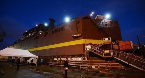 """堪称""""最强移动电源""""的首堆海上浮动核电站已下海测试的照片"""