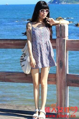 短袖连衣裙搭配图片 夏天一道靓丽的风景线