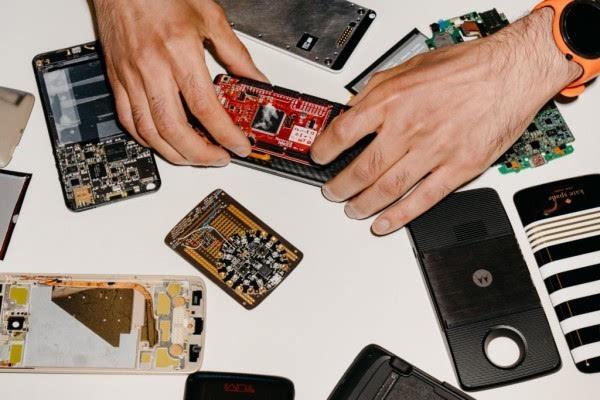 Moto Z幕后故事:联想很疯狂 用搭积木的方式造手机的照片 - 7