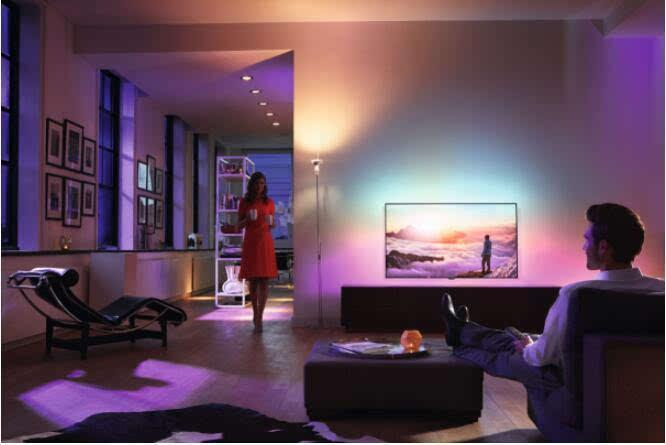 飞利浦推出首款自带环境灯光效果的55英寸OLED电视的照片 - 1