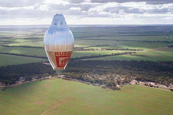 俄64岁探险家独自乘热气球11天环游地球 破世界纪录的照片 - 6